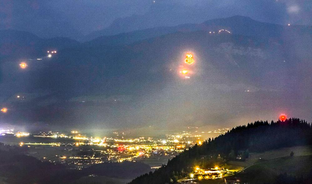 Berge in Flammen im Tiroler Land