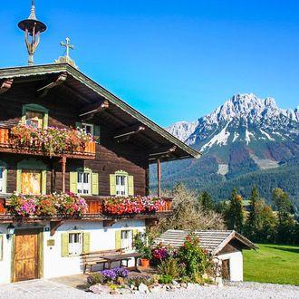 Berge in Flammen im Tiroler Land